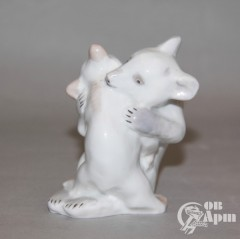 "Скульптура ""Играющие медвежата"""